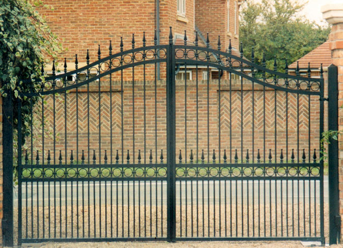 Wrought Iron Gates 674 x 488 · 120 kB · jpeg